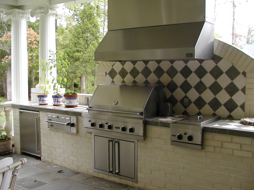 Outdoor Kitchen and Patio in Gainesville, VA